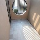 大泉学園の家(薪ストーブを設けた吹抜けを中心とした自然素材の家)の写真 2階の坪庭