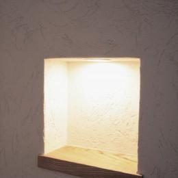 大泉学園の家(薪ストーブを設けた吹抜けを中心とした自然素材の家) (ニッチ(小物の飾り棚))