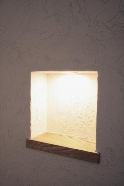 ニッチ(小物の飾り棚) (大泉学園の家(薪ストーブを設けた吹抜けを中心とした自然素材の家))