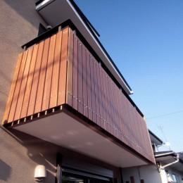 大泉学園の家(薪ストーブを設けた吹抜けを中心とした自然素材の家) (バルコニーの手摺)