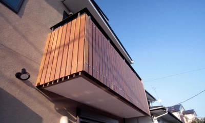 バルコニーの手摺|大泉学園の家(薪ストーブを設けた吹抜けを中心とした自然素材の家)