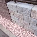 大泉学園の家(薪ストーブを設けた吹抜けを中心とした自然素材の家)の写真 化粧ブロック(塀)