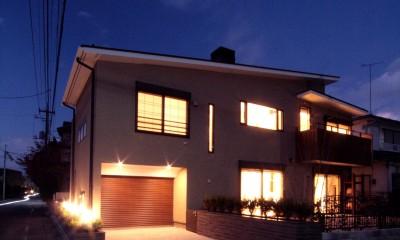 夕景2|大泉学園の家(薪ストーブを設けた吹抜けを中心とした自然素材の家)
