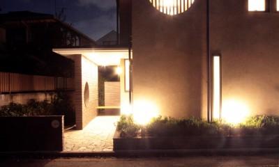 夕景3|大泉学園の家(薪ストーブを設けた吹抜けを中心とした自然素材の家)