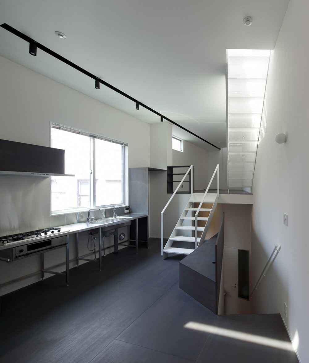house KK三角形敷地に建つオブジェ (主室)