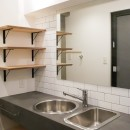 モールテックスキッチンのシンプルリノベーションの写真 洗面室