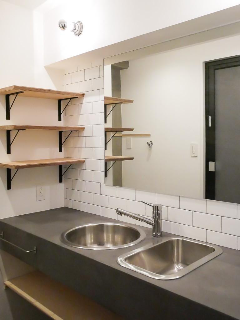 モールテックスキッチンのシンプルリノベーション (洗面室)