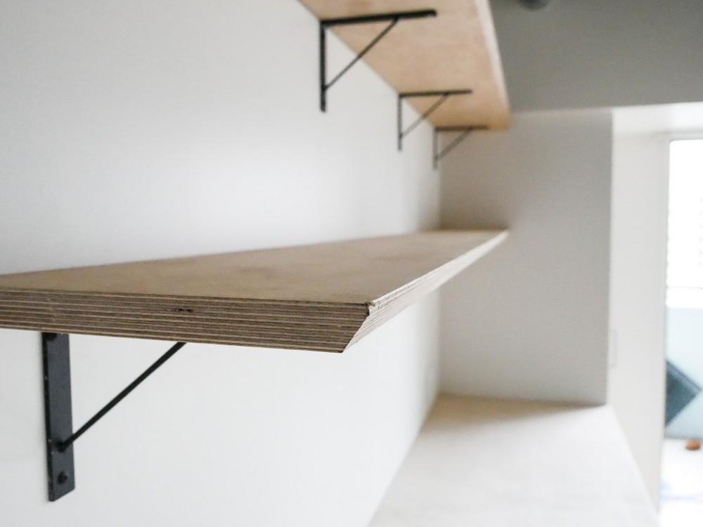 モールテックスキッチンのシンプルリノベーション (飾り棚)