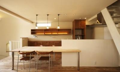 それぞれの想いの家(都市型分離2世帯住宅) (リビング・キッチン)