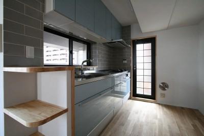 自然素材により快適なリノベーション (キッチン)