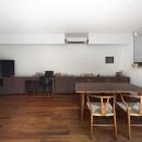 一級建築士事務所アトリエmの住宅事例「黒壁の家 – 旗竿地に建つF字型プランの家 –」