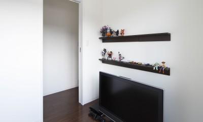 黒壁の家 – 旗竿地に建つF字型プランの家 – (2階ホビールーム)