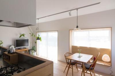 西荻の家-眺望と回遊性のある住まい (リビング・ダイニング・キッチン)