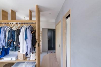 寝室 (西荻の家-眺望と回遊性のある住まい)