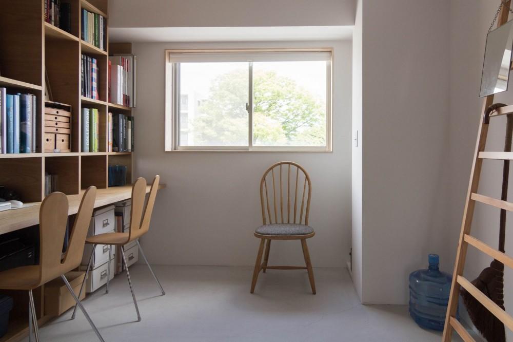 西荻の家-眺望と回遊性のある住まい (書斎)