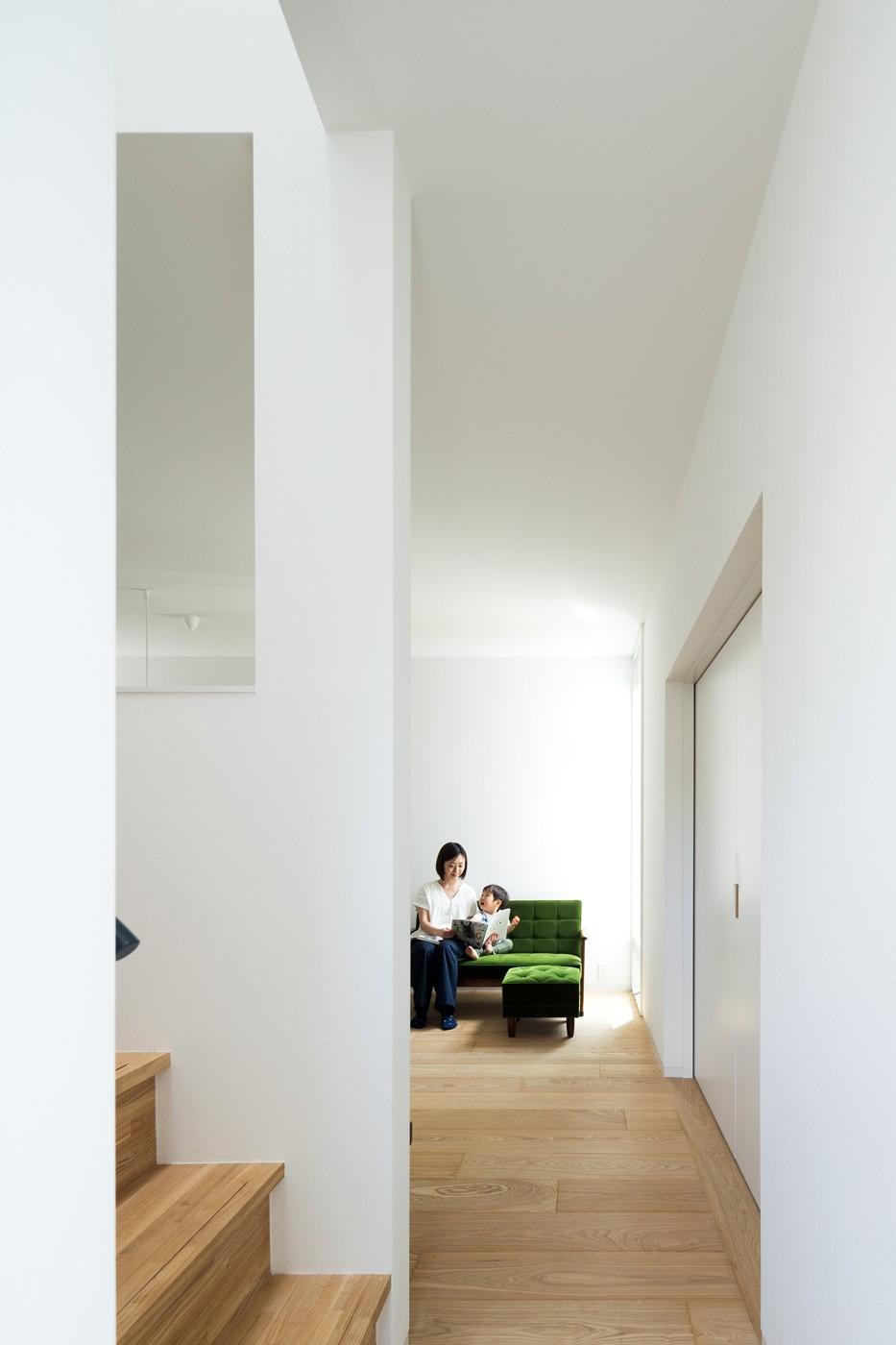 武蔵小金井の家_敷地全体を使いこなすコンパクトな住まい (リビング)