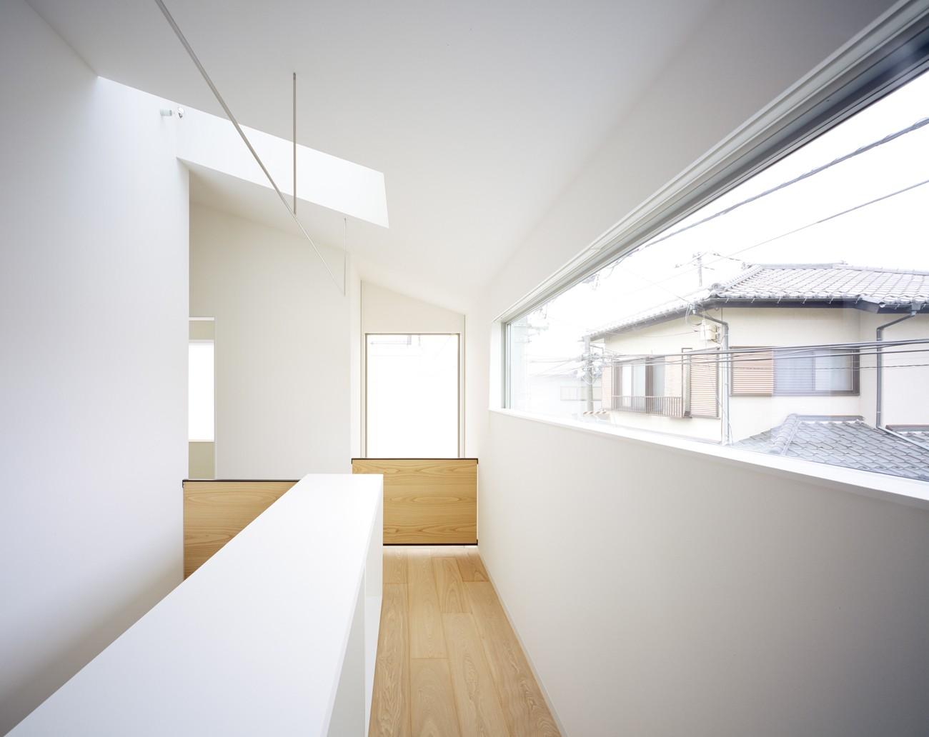 リビングダイニング事例:物干しスペース(武蔵小金井の家_敷地全体を使いこなすコンパクトな住まい)