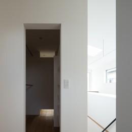 武蔵小金井の家_敷地全体を使いこなすコンパクトな住まい (ウォークインクローゼット)