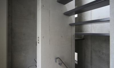 昼間の賃貸スペース内部階段|Octy
