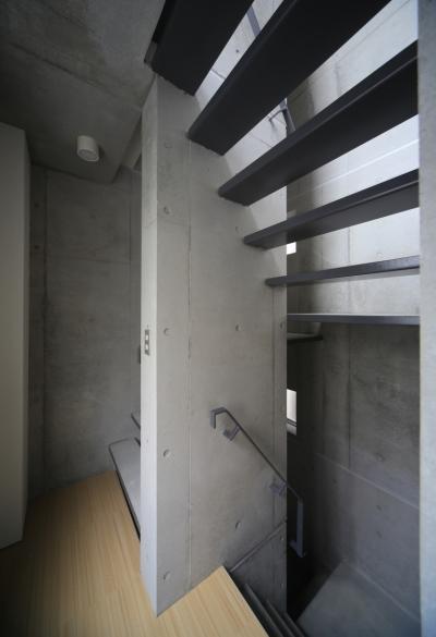 Octy (昼間の賃貸スペース内部階段)