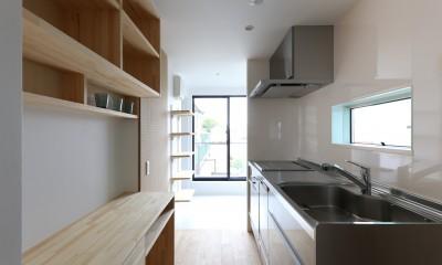 キッチンと背面パントリー|仙台のハコノオウチ