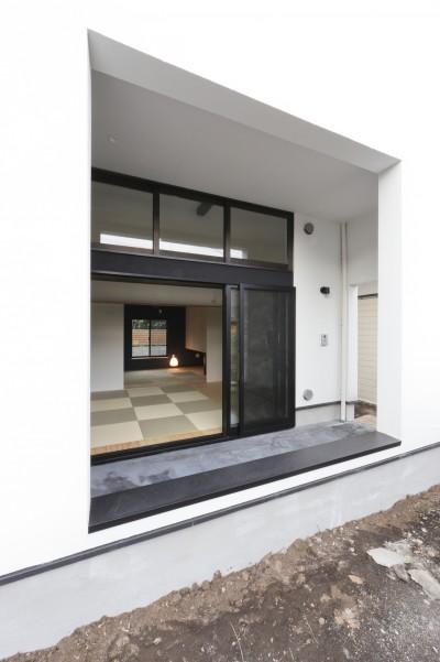 親世帯のポーチ (猫と住む家 横浜の二世帯住宅OUCHI-40)