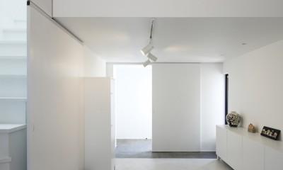 玄関土間はモルタル床|猫と住む家 横浜の二世帯住宅OUCHI-40