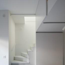 猫と住む家 横浜の二世帯住宅OUCHI-40 (2階リビングへの階段)