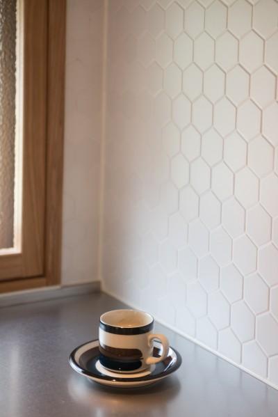 キッチンのタイル (豊島区Wさんの家)