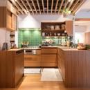 南越谷Mさんの家の写真 キッチンはL型、または変形のコの字型のような形状です