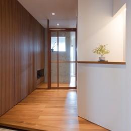 Mさんの家 (シンプルでゆとりのある玄関)