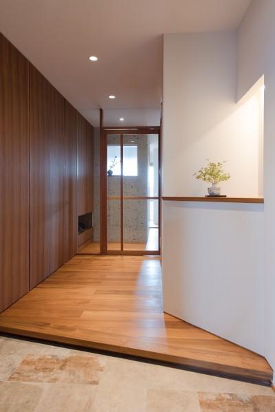 シンプルでゆとりのある玄関 (Mさんの家)
