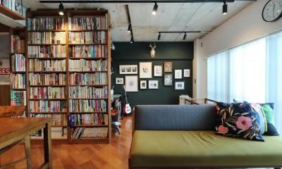 本と暮らす家 (リビング)
