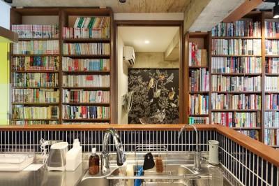 本と暮らす家 (キッチン)