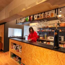 和洋折衷のインダストリアル空間 (キッチン)