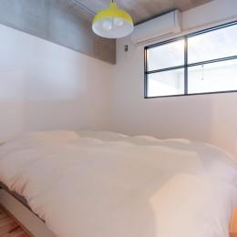 和洋折衷のインダストリアル空間 (寝室)