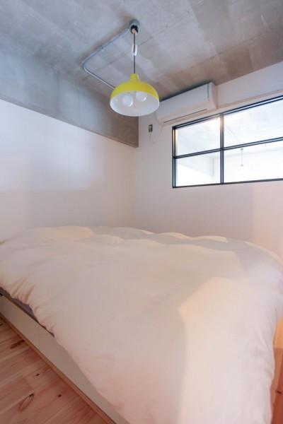 寝室 (和洋折衷のインダストリアル空間)