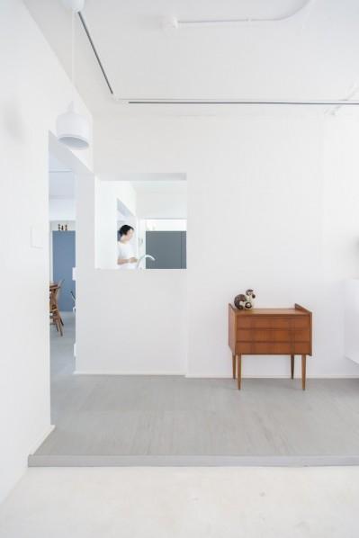 玄関を開けると (【最優秀賞】renovation of the year 2018 家具美術館な家)