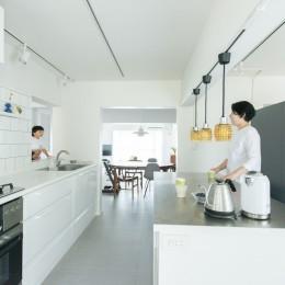 【最優秀賞】renovation of the year 2018 家具美術館な家 (窓があるキッチン)