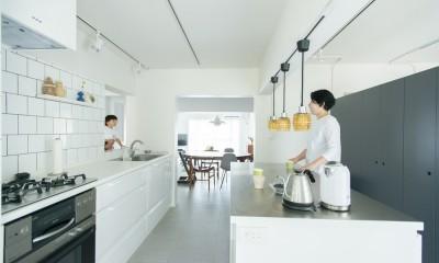 家具美術館な家〜renovation of the year 2018  1000万円以上部門最優秀賞〜 (窓があるキッチン)