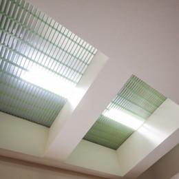 光天井を持つリビング|昼なお暗いリビングを光天井で明るく照らす