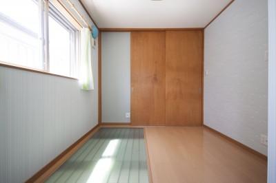 子供部屋 (光天井を持つリビング|昼なお暗いリビングを光天井で明るく照らす)