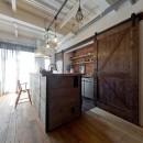 暮らしながら育むブルックリンスタイルの鉄骨住宅の写真 アメリカンスタイルキッチン
