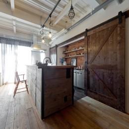アメリカンスタイルキッチン (暮らしながら育むブルックリンスタイルの鉄骨住宅)