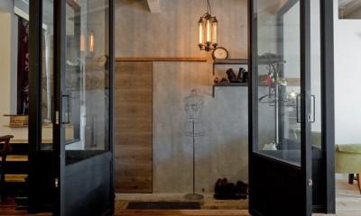 アメリカンスタイル玄関|暮らしながら育むブルックリンスタイルの鉄骨住宅