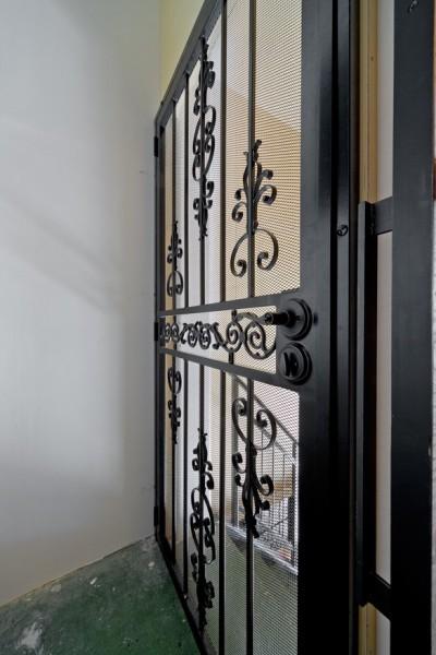 アメリカン門扉 (暮らしながら育むブルックリンスタイルの鉄骨住宅)