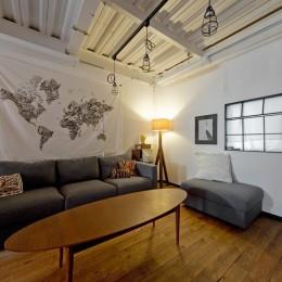 リビング (暮らしながら育むブルックリンスタイルの鉄骨住宅)
