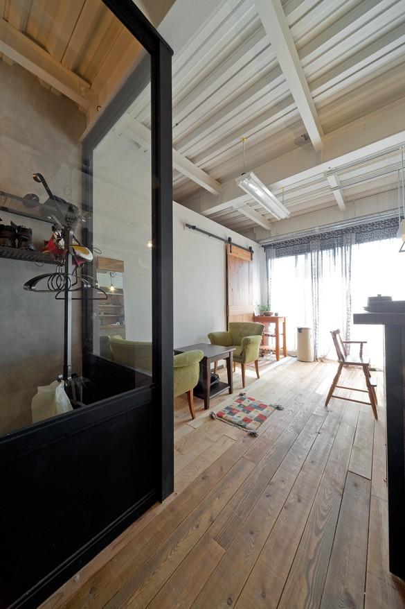 暮らしながら育むブルックリンスタイルの鉄骨住宅 (カフェコーナー)