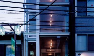 el Forty One (商店街から見る夜間の外観)