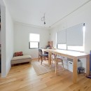 モルタル×木×アイアンのモダンアメリカンな住まいの写真 書斎